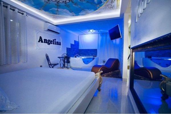 Angelina אנג'לינה